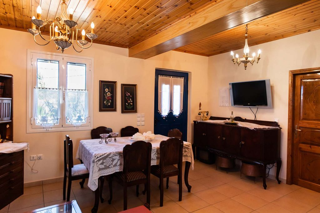 lefkada accommodation dining room villa loucia