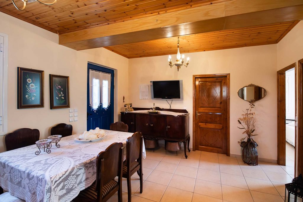 lefkada accommodation dining room villa loucia 5