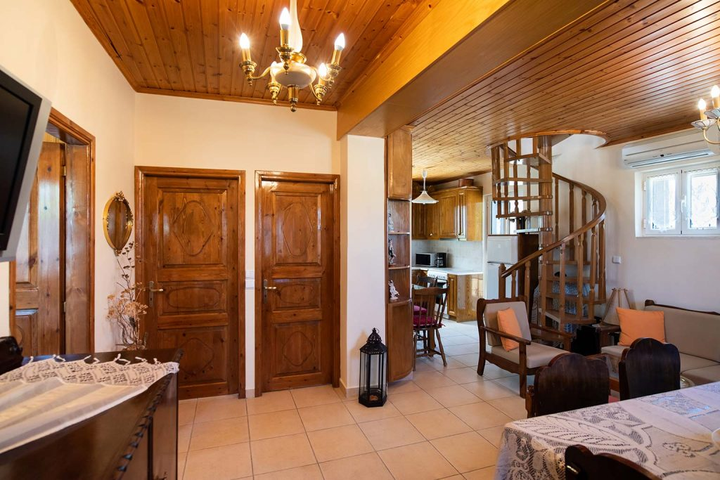 Traditional house for families and small groups, affordable cheap accommodation in Lefkada, near Kathisma beach.
