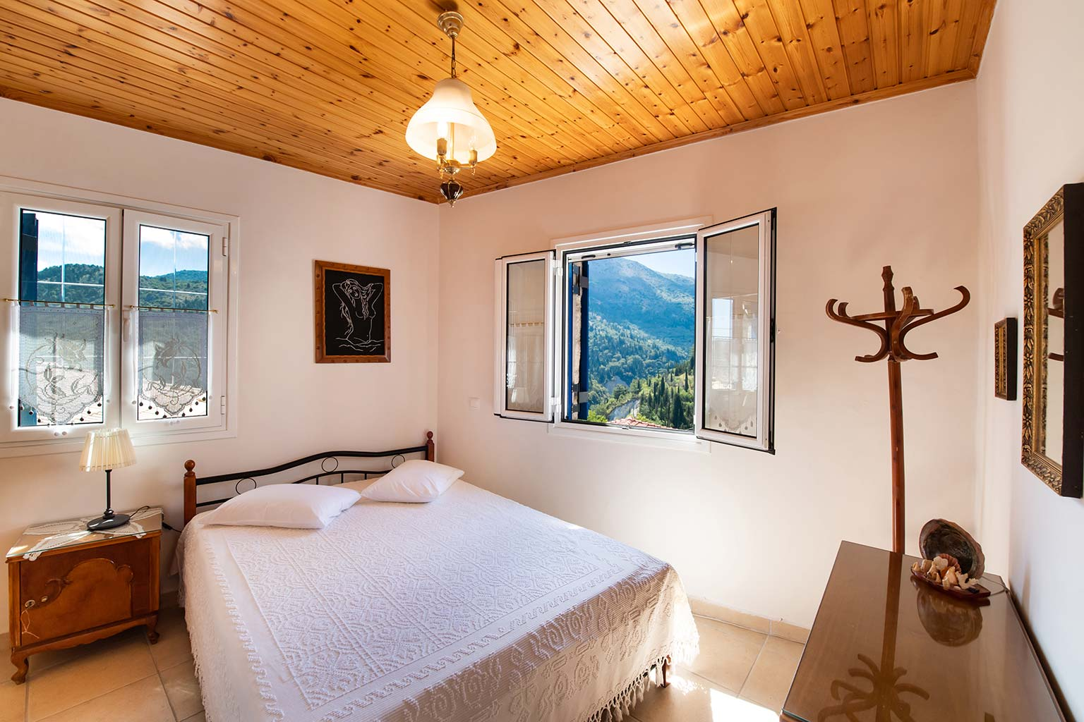 lefkada accommodation queen bed room villa loucia 1