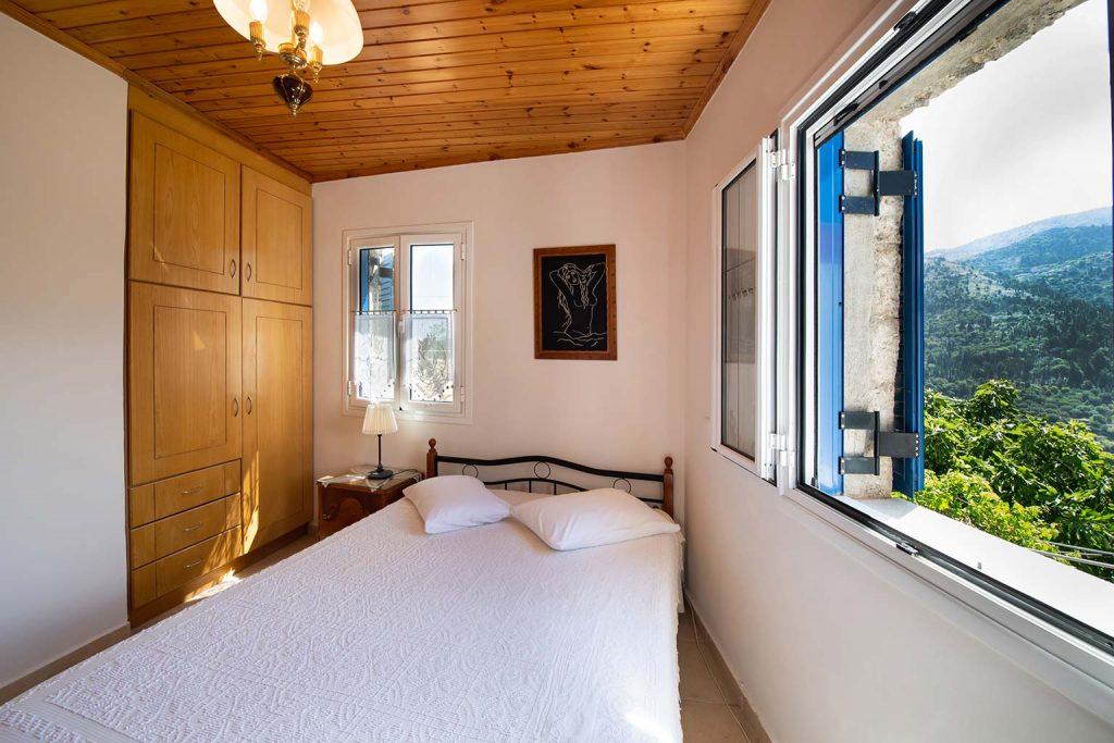 lefkada accommodation queen bed room villa loucia 2