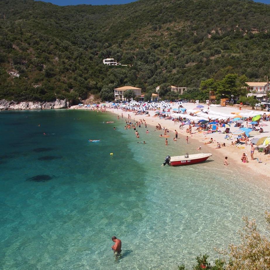 lefkada accommodation poros mikros gialos beach